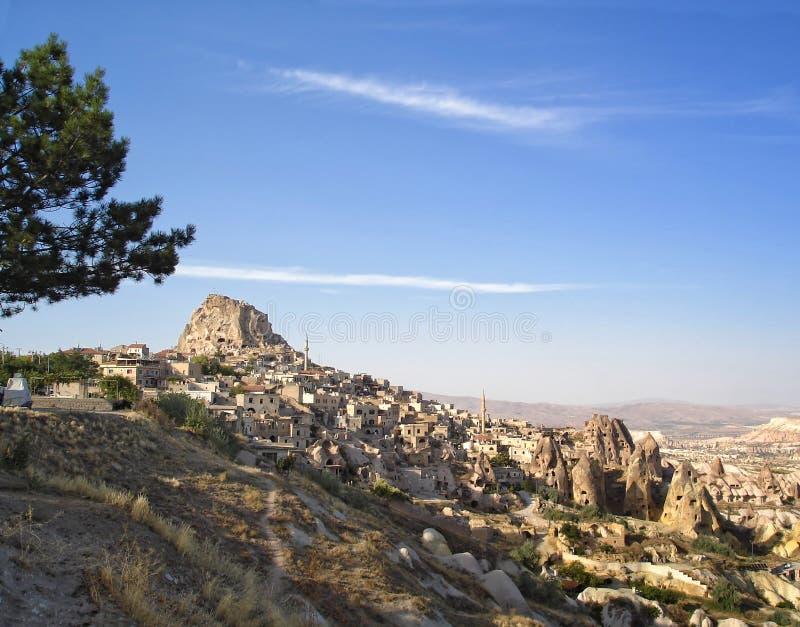 Vue panoramique de château naturel de roche d'Uchisar, Cappadocia, Turquie photos stock