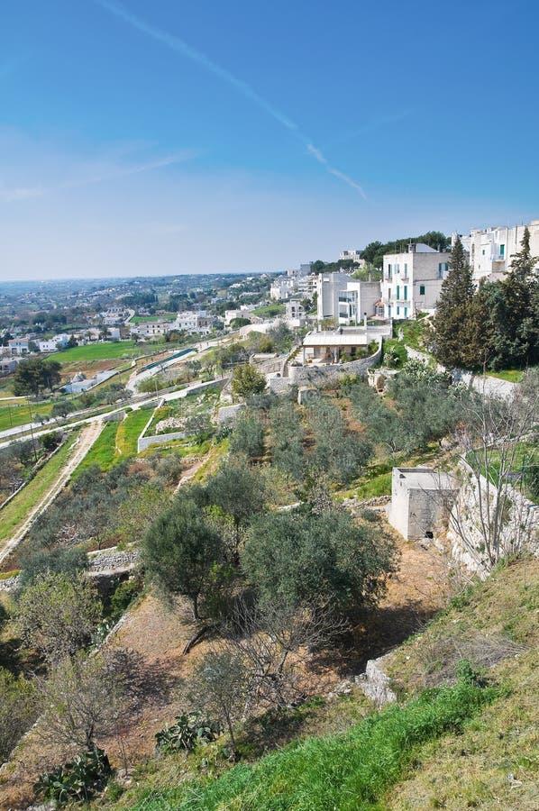 Vue panoramique de Cisternino. La Puglia. l'Italie. image libre de droits