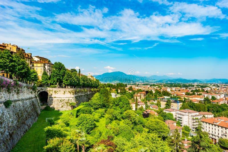 Vue panoramique de Citta Alta, vieille ville Bergame photos stock