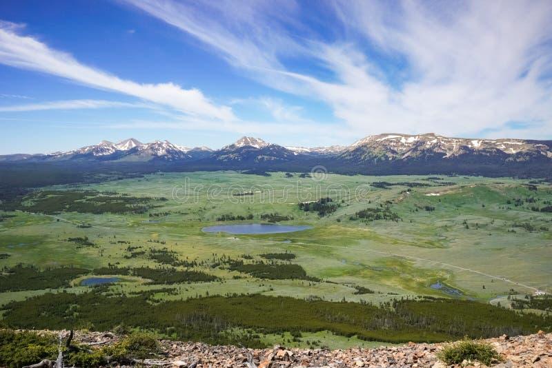 Vue panoramique de crête de Bunsen, parc national de Yellowstone, Wyoming image stock