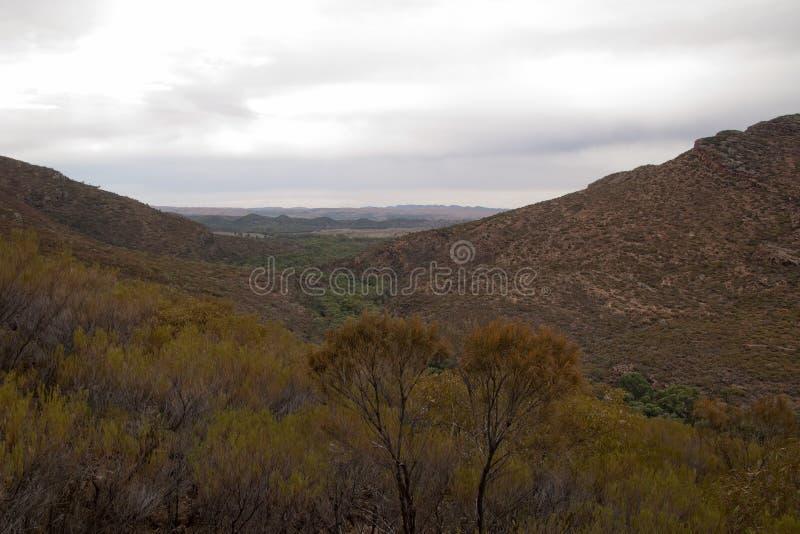 Vue panoramique de crique et d'espace de Wilpena en automne photographie stock libre de droits