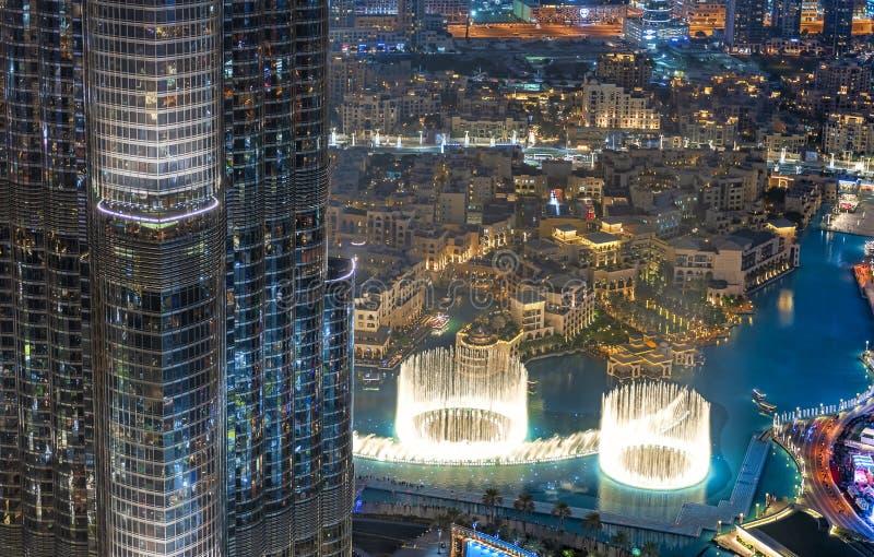 Vue panoramique de fontaine de danse de Dubaï images stock