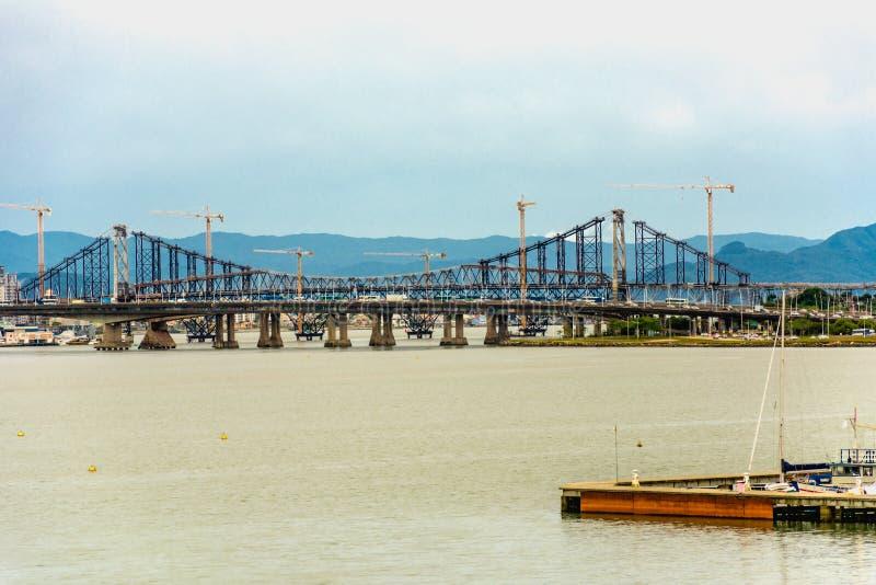 Vue panoramique de Hercilio Luz Bridge, dans Florianopolis, le Brésil image stock