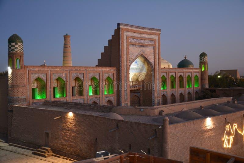 Vue panoramique de Khiva l'Ouzbékistan l'Asie centrale au coucher du soleil images stock