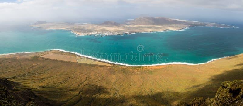 Vue panoramique de l'île de la La Graciosa du del Rio de Mirador image stock