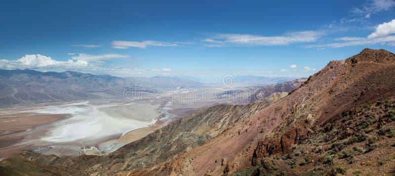 Vue panoramique de l'appartement de vallée et de sel du parc national de Death Valley de la vue de Dante's image libre de droits