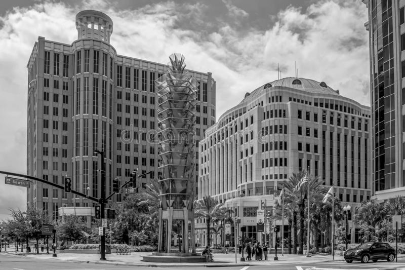Vue panoramique de l'hôtel de ville d'Orlando et du Grand Bohemian sur Orange Ave au centre-ville image libre de droits