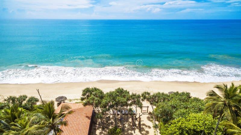 Vue panoramique de la belle côte d'océan dans les tropiques photographie stock