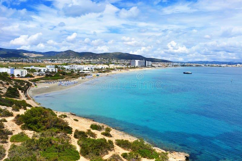 Vue panoramique de la plage de Bossa de repaire de Platja dans la ville d'Ibiza, Spai image libre de droits