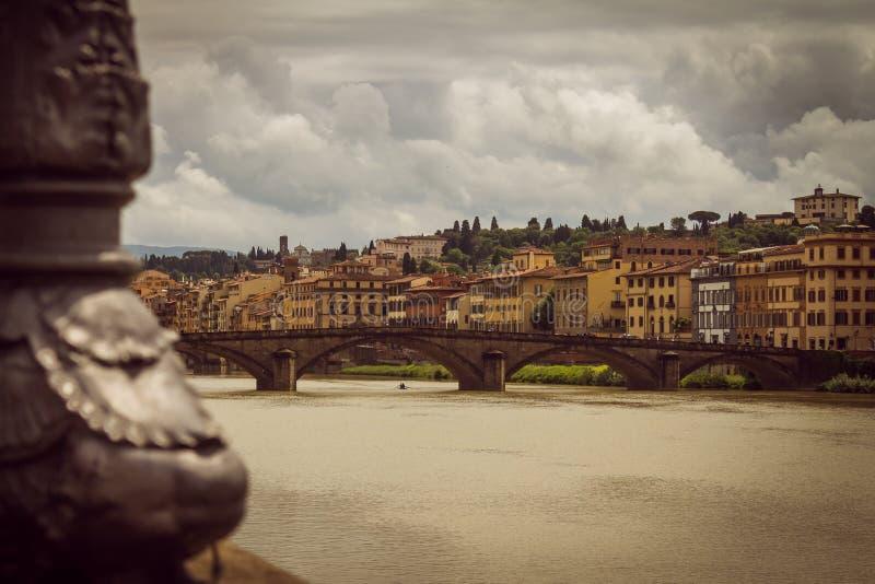 Vue panoramique de la ville de Florence Les nuages de tempête couvrent le ciel photos libres de droits