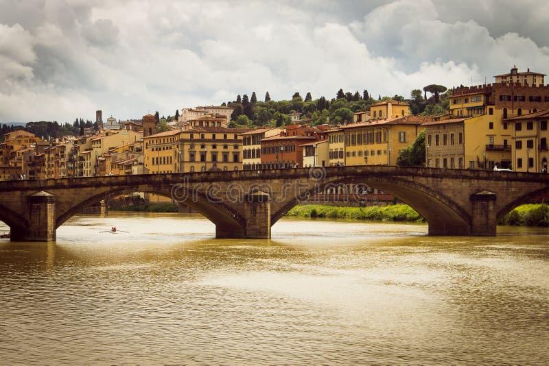 Vue panoramique de la ville de Florence Les nuages de tempête couvrent le ciel image stock
