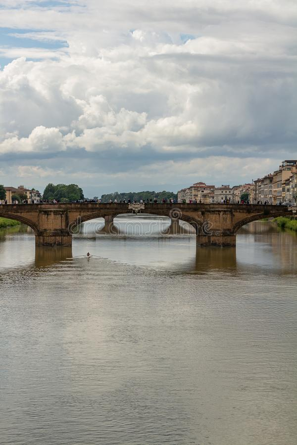 Vue panoramique de la ville de Florence Les nuages de tempête couvrent le ciel photo libre de droits