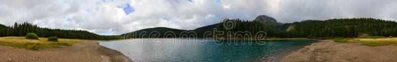 Vue panoramique de lac noir le jour nuageux de septembre, Monténégro photos stock