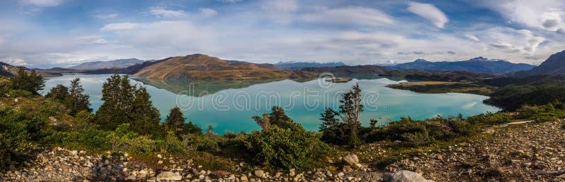 Vue panoramique de lac Nordenskjöld en parc national de Torres del Paine, Chili image stock
