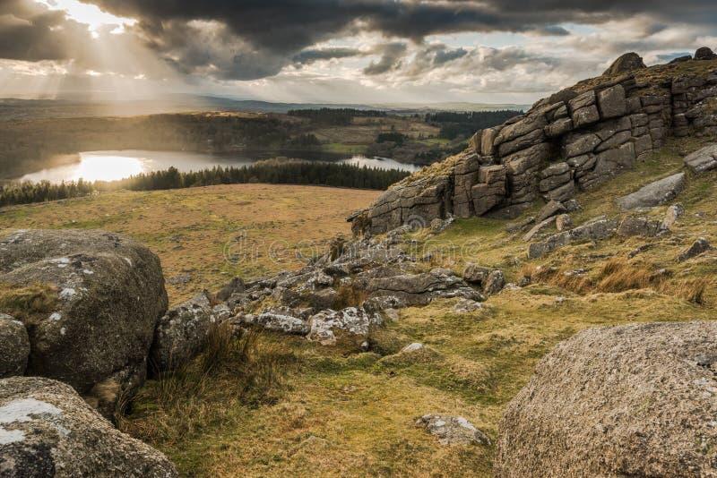 Vue panoramique de Landcape du sommet, ciel dramatique au-dessus de lac photo stock