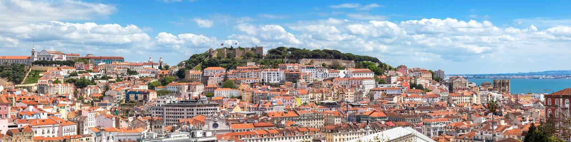 Vue panoramique de Lisbonne de point de vue de Pedro de Alcantara de sao - photos stock