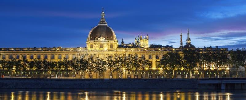 Vue panoramique de Lyon au coucher du soleil avec le Rhône images libres de droits