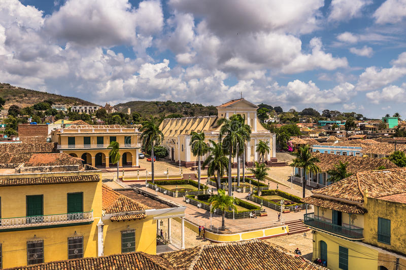 Vue panoramique de maire de plaza au Trinidad, Cuba photos stock
