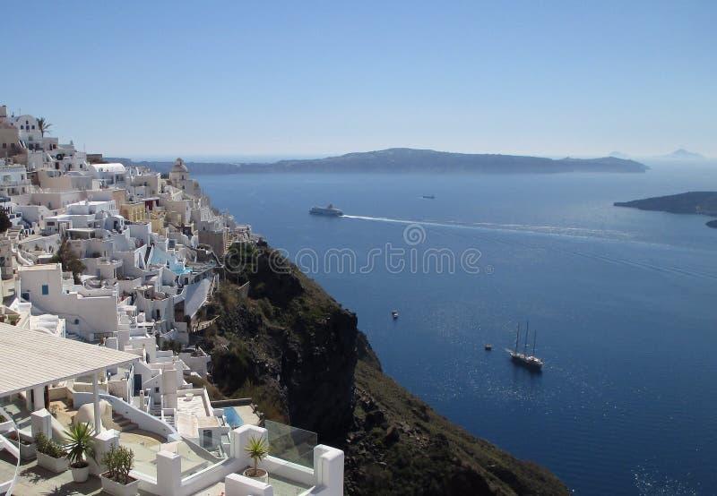 Vue panoramique de mer Égée vue du village de Fira de l'île de Santorini photos libres de droits