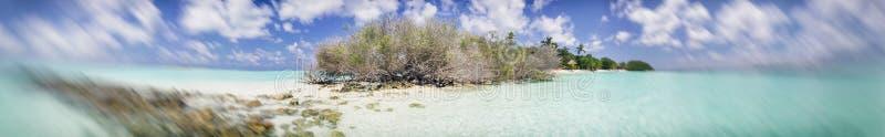 Vue panoramique de mer et d'île maldiviennes photographie stock