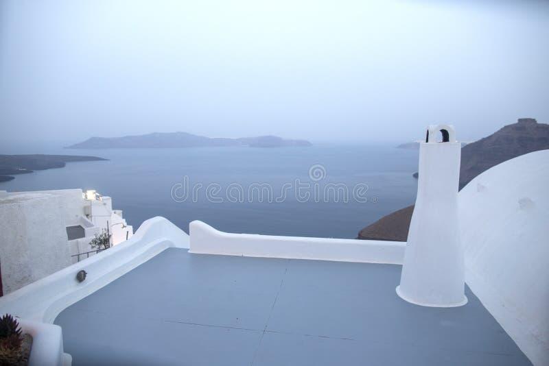 Vue panoramique de mer de Thira Île de la Grèce Santorini dans Cyclades Vue panoramique stupéfiante de terrasse dans le village d photo stock