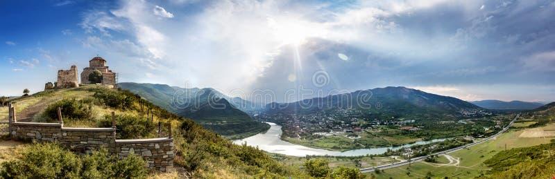 Vue panoramique de monastère de Jvari photos stock