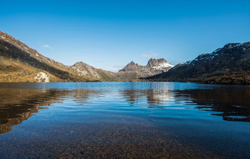 Vue panoramique de montagne de berceau avec le lac dove en Tasmanie, Australie image stock