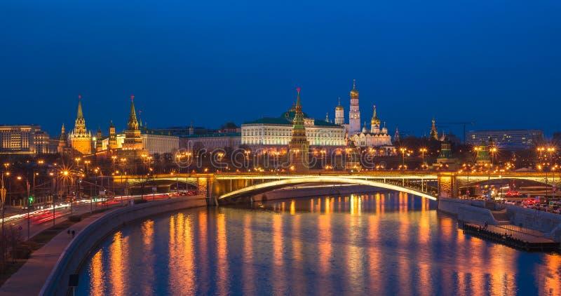 Vue panoramique de nuit de Moscou Kremlin, Russie photographie stock
