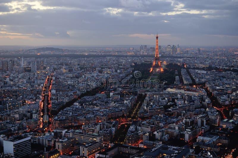 Vue panoramique de Paris au coucher du soleil photographie stock libre de droits
