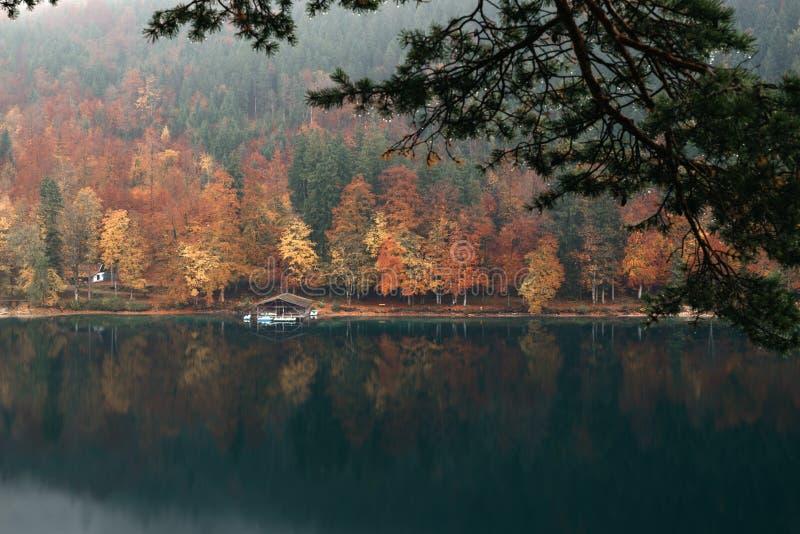 Vue panoramique de paysage idyllique scénique d'automne en Bavière photographie stock libre de droits