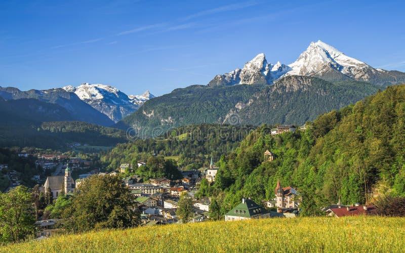 Vue panoramique de paysage de petite ville de touristes Berchtesgaden photographie stock