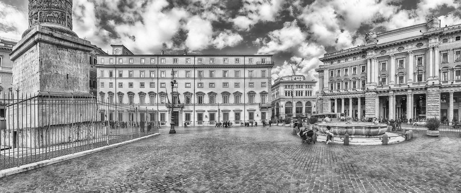 Vue panoramique de Piazza Colonna à Rome central, Italie image stock