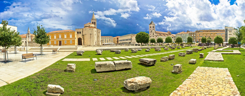 Vue panoramique de place de vert de Zadar photographie stock libre de droits