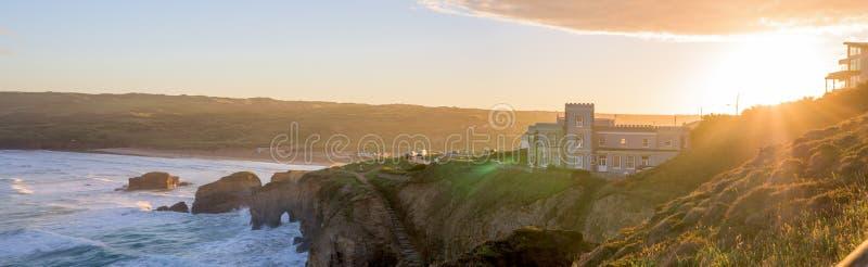 vue panoramique de plage de Perranporth au perranporth, les Cornouailles, Angleterre, R-U l'Europe pendant le lever de soleil image libre de droits