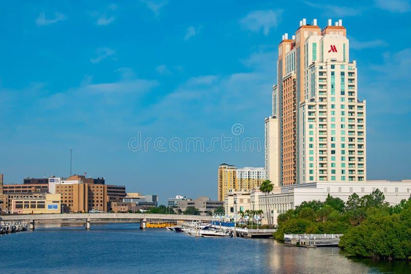 Vue panoramique de pont de Bd. d'île d'hôtel de rue de l'eau de Marriot et de port de S photographie stock libre de droits