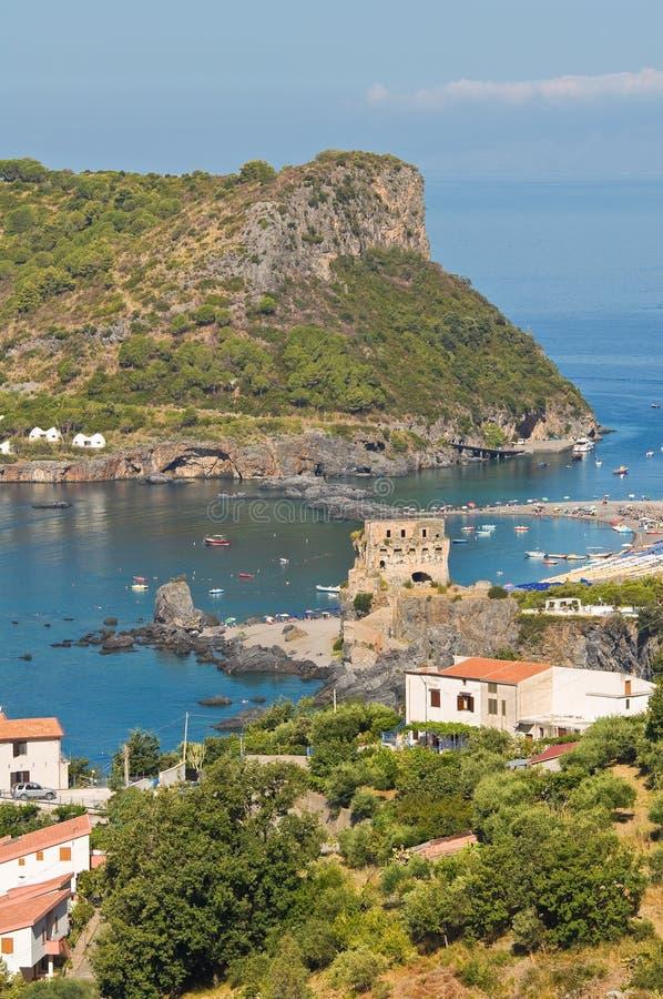Vue panoramique de Praia une jument. La Calabre. l'Italie. image stock