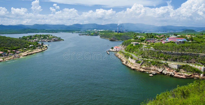 Vue panoramique de Santiago de Cuba Bay photographie stock