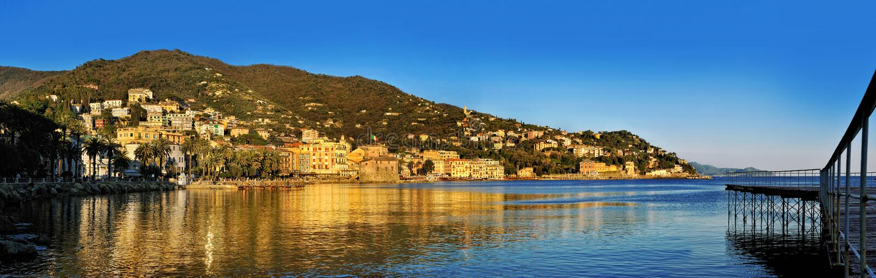 Vue panoramique de station de vacances de Rapallo sur la Riviera italienne photographie stock libre de droits