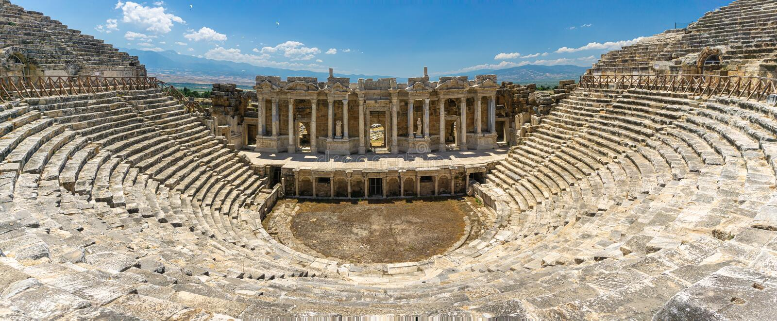 Vue panoramique de théâtre de ville antique de Hierapolis, Denizli, Turquie Th??tre romain photos stock