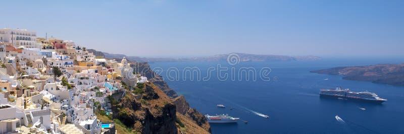 Vue panoramique de Thira image stock