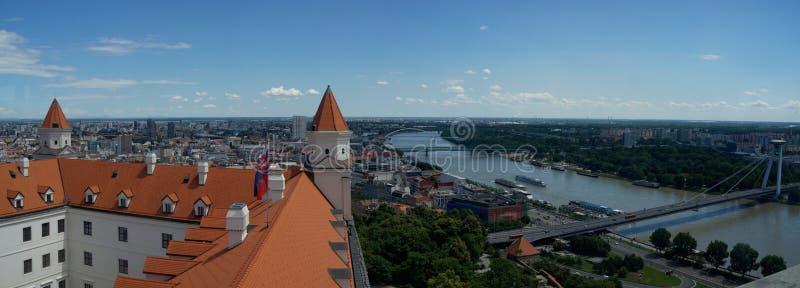 Vue panoramique de toit de Bratislava et de château photographie stock libre de droits