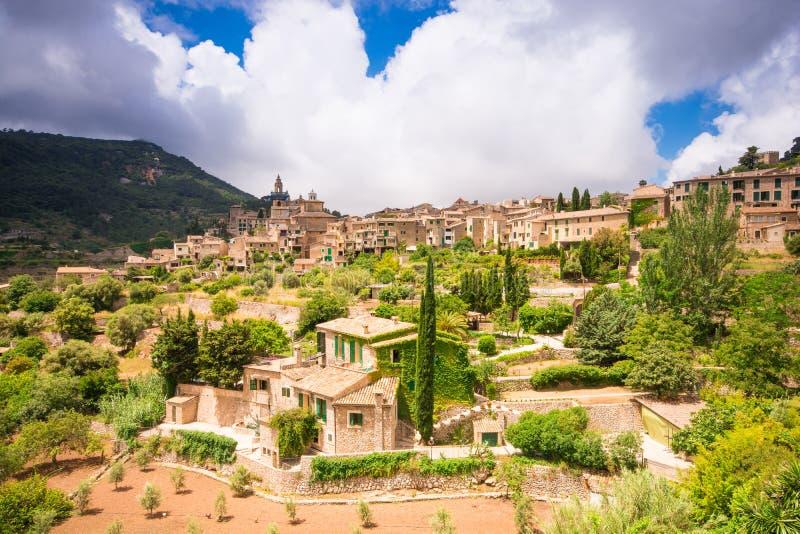 Vue panoramique de Valldemossa en Majorque photos stock