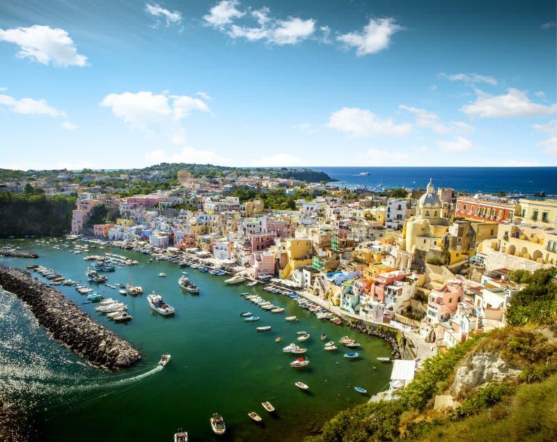 Vue panoramique de village de Corricella sur l'île de Procida, Italie photo libre de droits