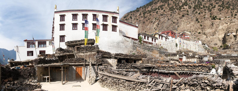 Vue panoramique de village et de monastère de Marpha images stock