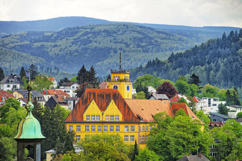 Vue panoramique de ville de Baden-Baden et des collines photos libres de droits