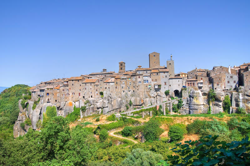 Vue panoramique de Vitorchiano. Le Latium. l'Italie. image libre de droits