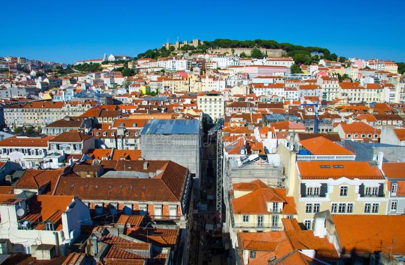 Vue panoramique des toits de Lisbonne Lisbonne et du château oranges, Portuga photo stock