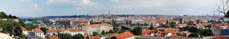 Vue panoramique donnant sur Prague photographie stock libre de droits