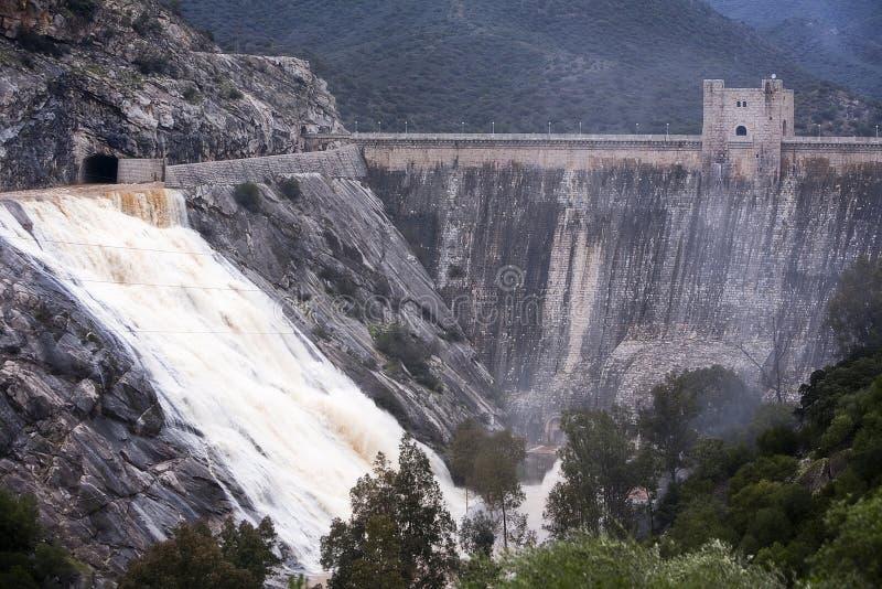 Vue panoramique du barrage au réservoir de Jandula photo libre de droits
