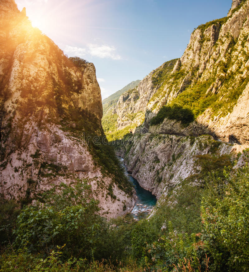 Vue panoramique du canyon de la rivière Tara, situé dans le parc national de Durmitor montenegro image stock